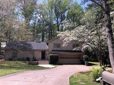 Roswell Single Family Home For Sale: 160 Elberta Cove