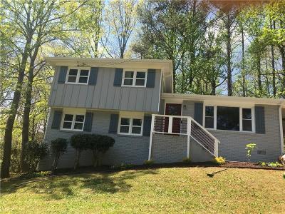 Single Family Home For Sale: 2446 Crestdale Circle SE
