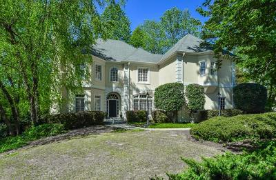 Single Family Home For Sale: 1800 Lakehurst Court SE