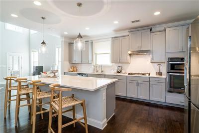Johns Creek Single Family Home For Sale: 9825 Cameron Parc Circle