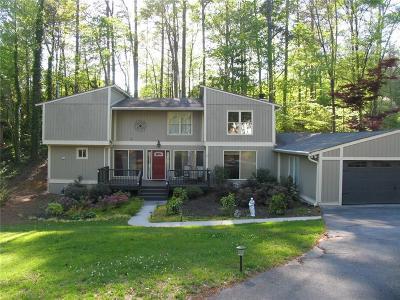 Single Family Home For Sale: 105 Lakeshore Circle NE