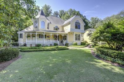 Single Family Home For Sale: 4538 Columns Drive SE