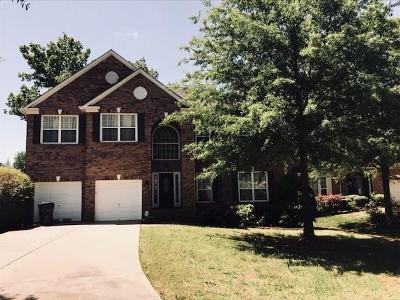 Lawrenceville Single Family Home For Sale: 576 Regal Lady Court