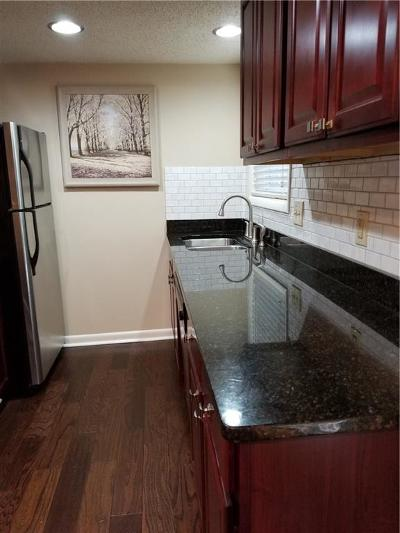 Sandy Springs Condo/Townhouse For Sale: 6900 Roswell Road NE #m-3