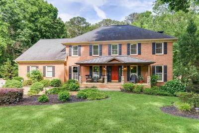 Roswell Single Family Home For Sale: 215 Rolling Ridge Court