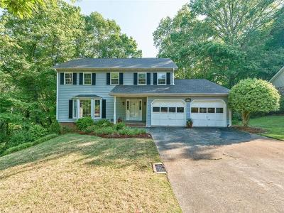 Roswell  Single Family Home For Sale: 1520 Ridgefield Drive