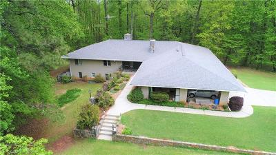Newnan Single Family Home For Sale: 200 Lamar Smith Drive
