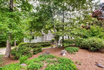 Marietta Single Family Home For Sale: 2570 Burnt Hickory Drive NW