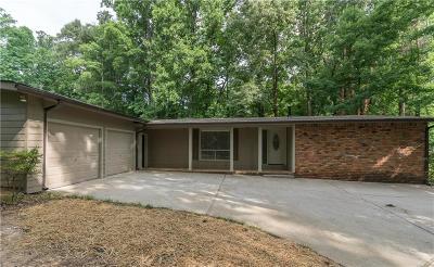 Atlanta Single Family Home For Sale: 2592 Amberly Drive