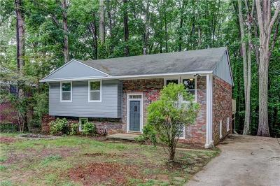 Single Family Home For Sale: 2534 Timberly Drive SE