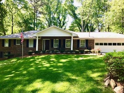 Roswell Single Family Home For Sale: 660 Lake Charles Way