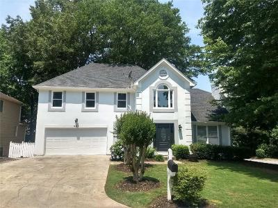Roswell Single Family Home For Sale: 895 Whitehall Way