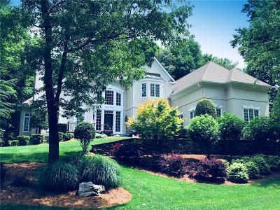 Roswell Single Family Home For Sale: 8675 Sentinae Chase Drive