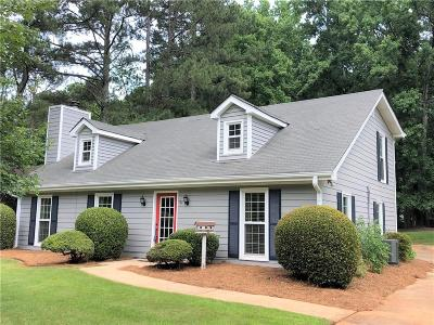 Roswell  Single Family Home For Sale: 185 Spring Hollow Court