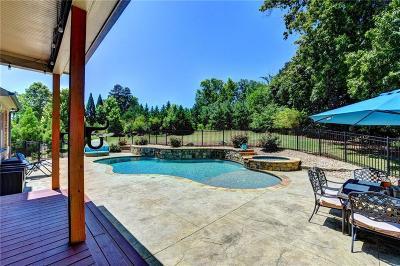 Suwanee Single Family Home For Sale: 1615 Bramble Bush Way