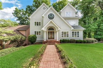 Roswell Single Family Home For Sale: 180 Kinross Ct