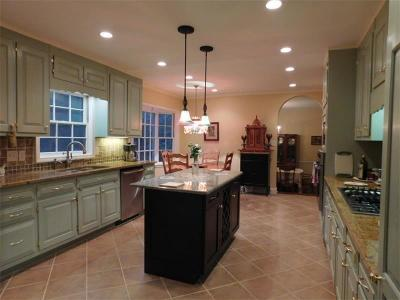 Single Family Home For Sale: 822 Wesley Drive