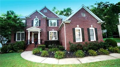 Kennesaw Single Family Home For Sale: 3885 Greensward View NW