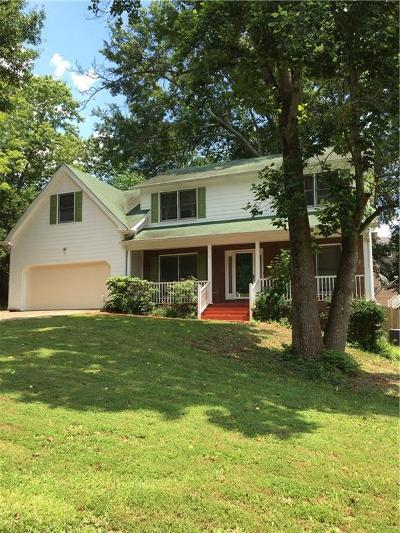 Lawrenceville Single Family Home For Sale: 2000 Hunters Cove Drive