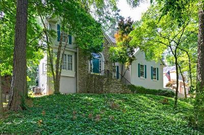 Kennesaw Single Family Home For Sale: 2202 Nine Oaks Drive
