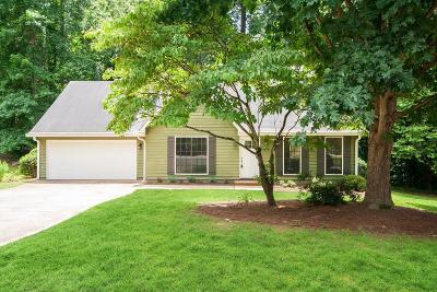 Alpharetta  Single Family Home For Sale: 375 Broken Lance Place