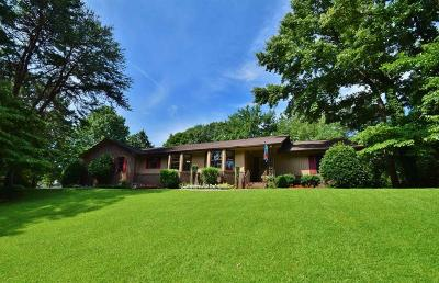 Single Family Home For Sale: 1371 Lakeshore Circle