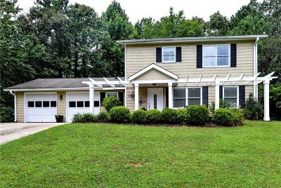 Roswell Single Family Home For Sale: 320 Monivea Lane
