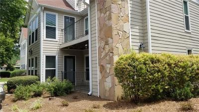 Roswell Condo/Townhouse For Sale: 2208 Lake Pointe Circle