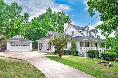 Stockbridge Single Family Home For Sale: 215 Clarkdell Drive