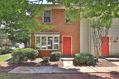 Roswell GA Condo/Townhouse For Sale: $165,000