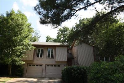 Roswell Single Family Home For Sale: 210 Softwood Circle