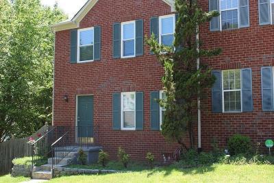 Marietta Condo/Townhouse For Sale: 144 Lakestone Ct Court