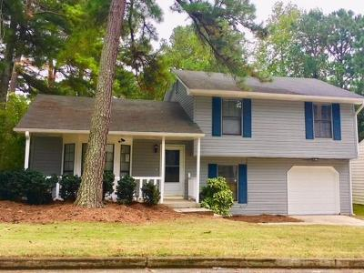Lithonia Single Family Home For Sale: 6172 Hyde Park Lane
