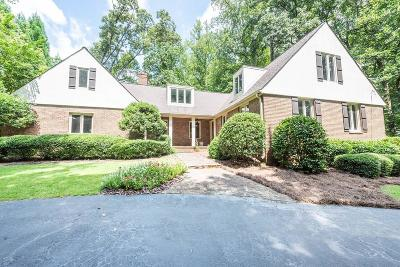 Marietta Single Family Home For Sale: 687 N Saint Marys Lane NW