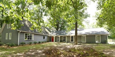 Loganville Single Family Home For Sale: 6355 Highway 20