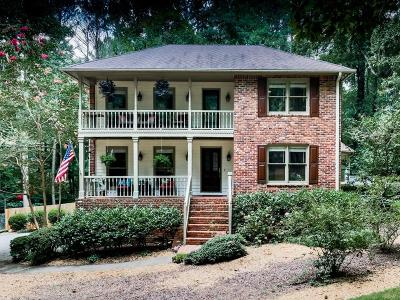 Roswell  Single Family Home For Sale: 390 Waverly Hall Circle