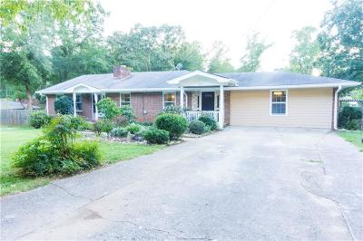 Norcross Single Family Home For Sale: 825 Mac Drive