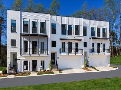 Woodstock Condo/Townhouse For Sale: 220 Mitchell Lane #51