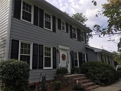 Snellville Single Family Home For Sale: 3145 Village Glen Lane