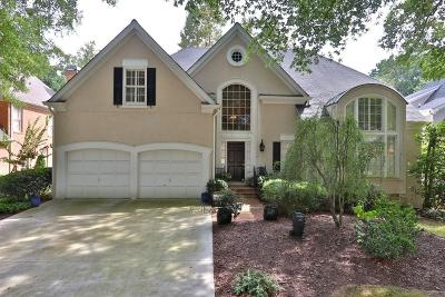 Sandy Springs Single Family Home For Sale: 215 Woodchase Close NE