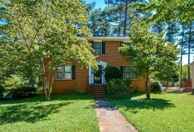 Stone Mountain Single Family Home For Sale: 813 Lagoon Court