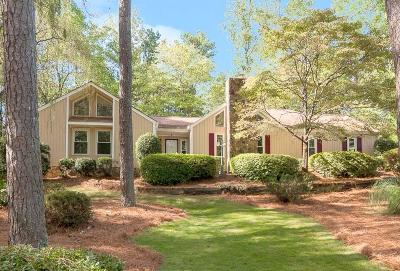 Roswell Single Family Home For Sale: 220 N Talbot Court