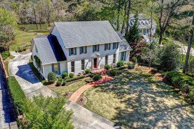 Single Family Home For Sale: 3200 Farmington Drive SE