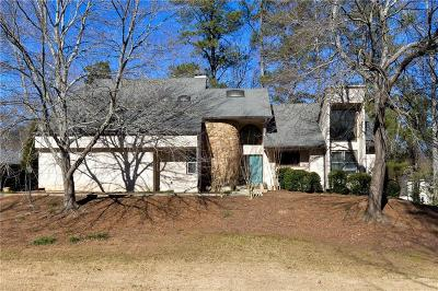 Roswell Single Family Home For Sale: 5021 Carriage Lakes Drive NE