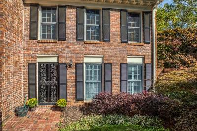 Sandy Springs Condo/Townhouse For Sale: 376 The Chace #376