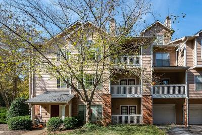 Smyrna Condo/Townhouse For Sale: 212 Vinings Forest Circle SE