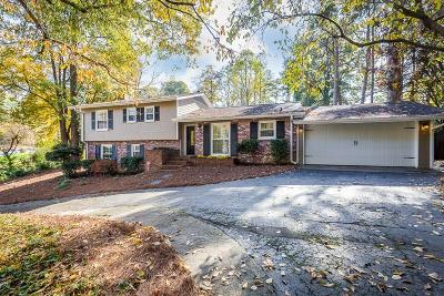 Sandy Springs Single Family Home For Sale: 660 Carriage Drive