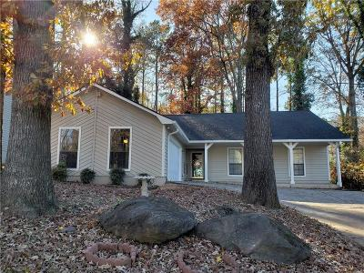 Lilburn Single Family Home For Sale: 930 Park Forest Drive NW