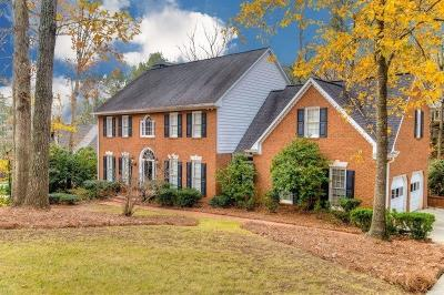Roswell Single Family Home For Sale: 315 Highlands Trace