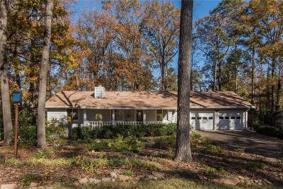 Marietta GA Single Family Home For Sale: $300,000